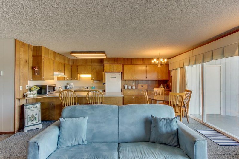 Vintage dog-friendly condo w/gorgeous views & shared pool! Walk to beach & golf - Image 1 - Gearhart - rentals