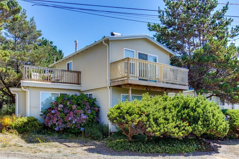 Dog-friendly coastal retreat w/ ocean views, easy beach access & more! - Image 1 - Gleneden Beach - rentals