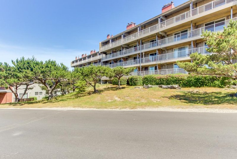 Play golf, then relax at the pool and hot tub at this oceanview condo! - Image 1 - Gearhart - rentals