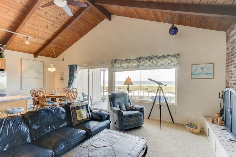 Dog-friendly condo w/ ocean views & shared pool - steps from beach! - Image 1 - Gearhart - rentals