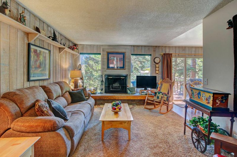 Comfy condo w/ beautiful mountain views beyond trees! Walk to Giant Steps lifts! - Image 1 - Brian Head - rentals