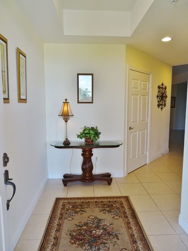 Entrance - Large 3 Bedroom Penthouse Condo -Central Island Location- Close to shopping ! - Marco Island - rentals