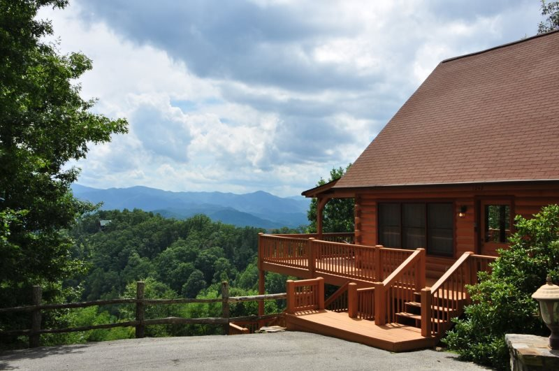 Sky Cove Retreat - Gorgeous Log Cabin with Extraordinary View. Minutes from Restaurants, Shopping and the Great Smoky Mountain Railroad - Image 1 - Bryson City - rentals