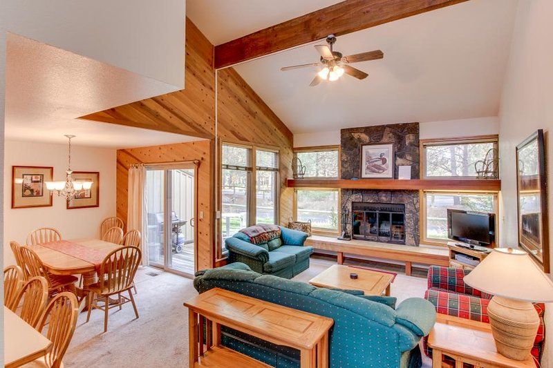 Home with shared pool and tennis courts near the Village w/ SHARC access! - Image 1 - Sunriver - rentals