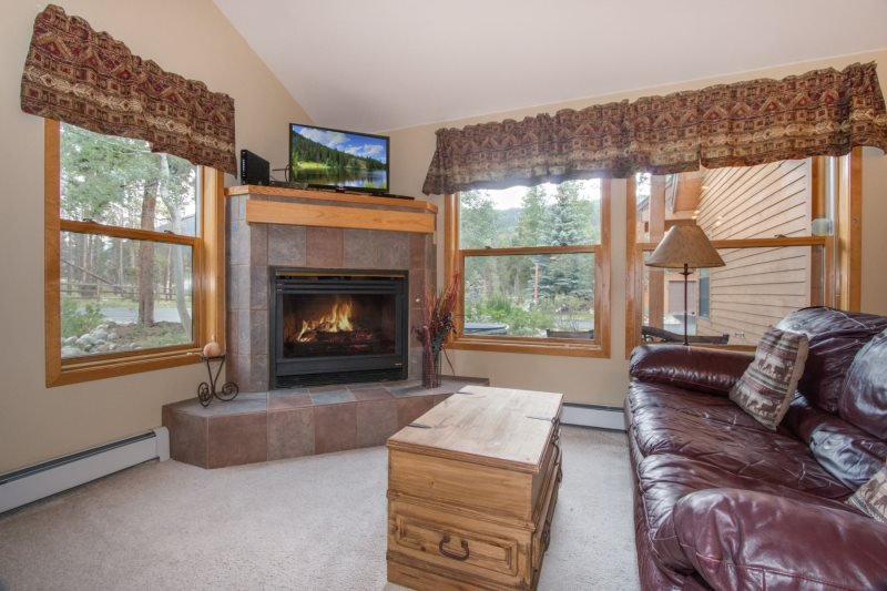 Snake River Village 26 - Walk to slopes, ground floor, washer/dryer, private garage! - Image 1 - Keystone - rentals