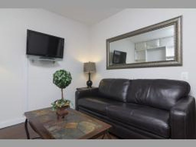 REMARKABLE 2 BEDROOM APARTMENT - 2 - Image 1 - Long Island City - rentals