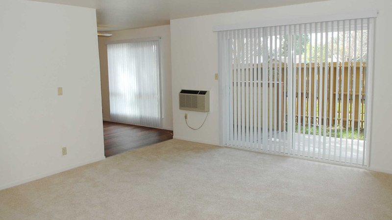 LOVELY AND VIBRANT FURNISHED 3 BEDROOM, 2 BATHROOM HOME - Image 1 - Pleasant Hill - rentals