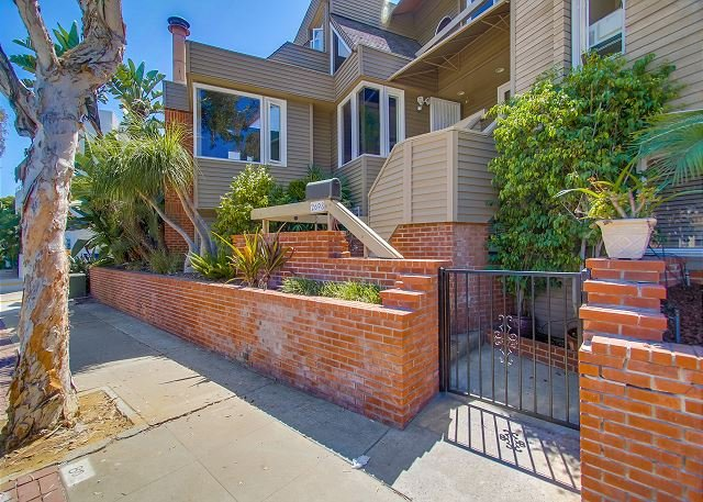 2698 Mission Blvd. - Spacious South Mission 4-bed/3-ba townhouse w/ 3-car parking on ocean side. - Pacific Beach - rentals