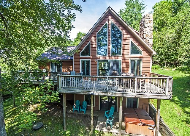 Exterior - Lovely 5 Bedroom pet-friendly lakefront home w/ hot tub! - McHenry - rentals