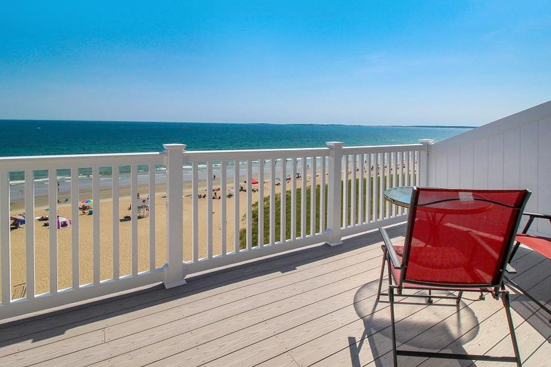 Beachfront penthouse w/ two balconies, blocks from the pier! - Image 1 - Old Orchard Beach - rentals