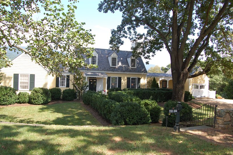 Ramsay Estate Cottage Cottage - 3 bbr/3 bath, Panoramic Mountain views - Image 1 - Charlottesville - rentals