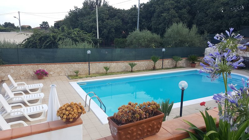 Private pool for the exclusive use of guests of the house. Equipped with deckchairs and umbrellas. - Villa A.R. pool, garden,views Etna and  Ionian sea - Acireale - rentals