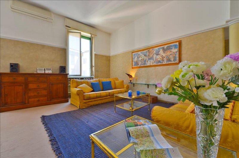 Elegant 1bdr apt w/balcony - Image 1 - Milan - rentals