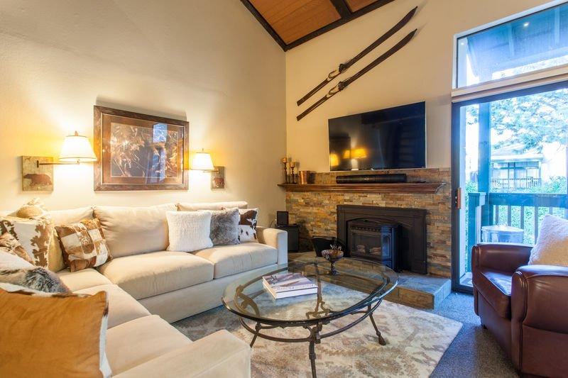 Livng room/Flat Screen TV/Fireplace - Sherwin Villlas F-# 57 - Mammoth Lakes - rentals