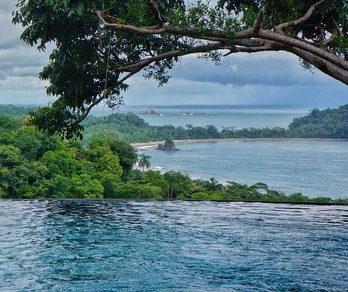 Pool view of Manual Antonio National Park and Pacific Ocean beyond. - Casa Olinda New Constructed 4-bedroom Villa - Manuel Antonio National Park - rentals