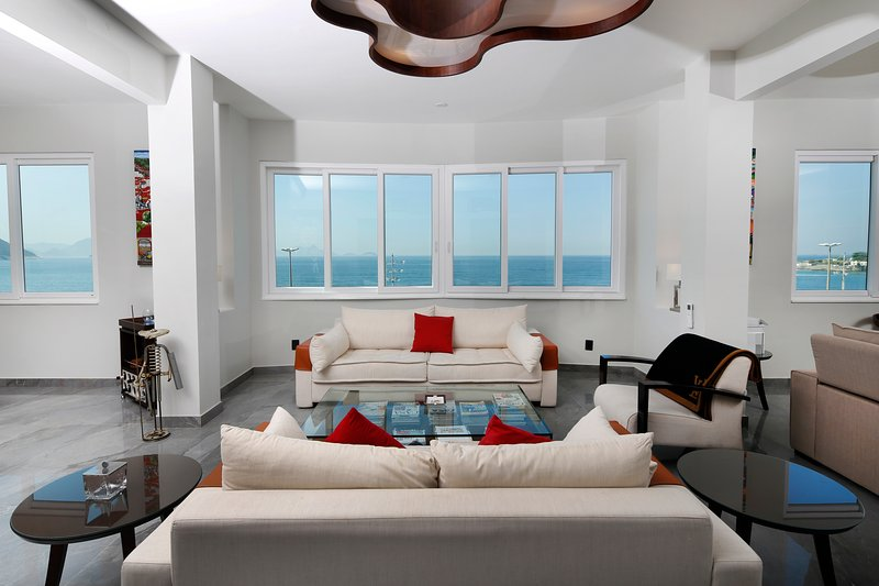 Living room, with ocean view. - NEW OCEAN FRONT 2500sqf 3Bedrooms 3 1/2Bathroom 6 Guests with daily MAID service - Rio de Janeiro - rentals