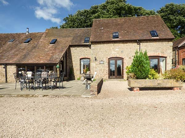 THE OLDE COW HOUSE, pet friendly, luxury holiday cottage, with open fire in - Image 1 - Cardington - rentals