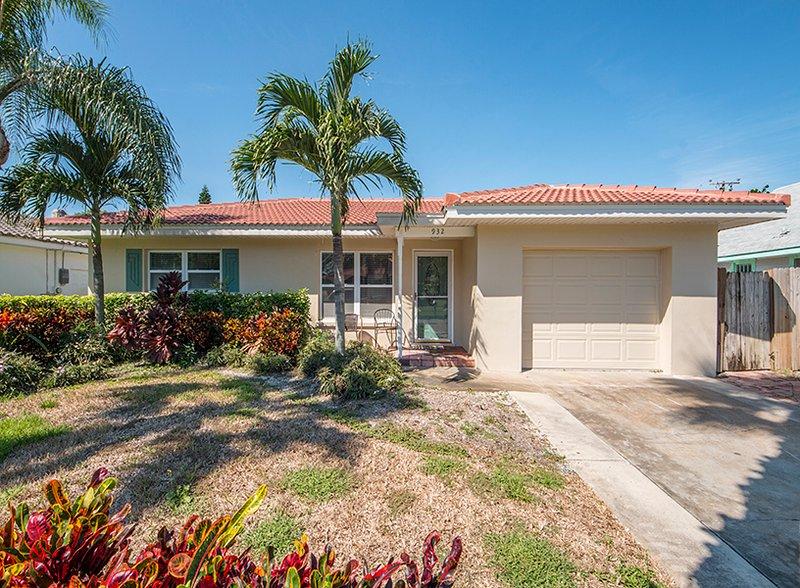 Jeanie's Beach House - Image 1 - Clearwater Beach - rentals