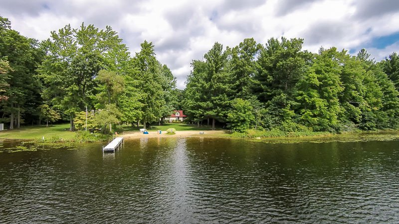 View of back of house, beach, dock and lake - Lkfront Private Beach Dock-Upper Scott Lk Retreat - Pullman - rentals