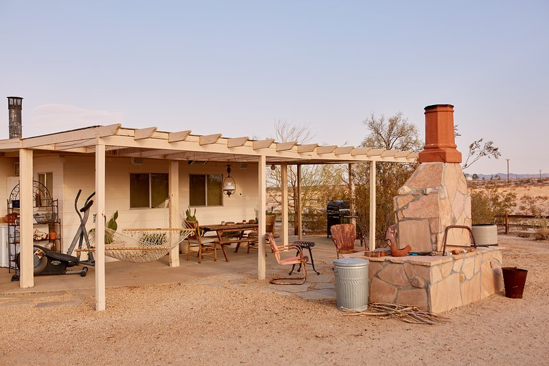 GODWIN RANCH - Joshua Desert Retreats - Image 1 - Joshua Tree - rentals
