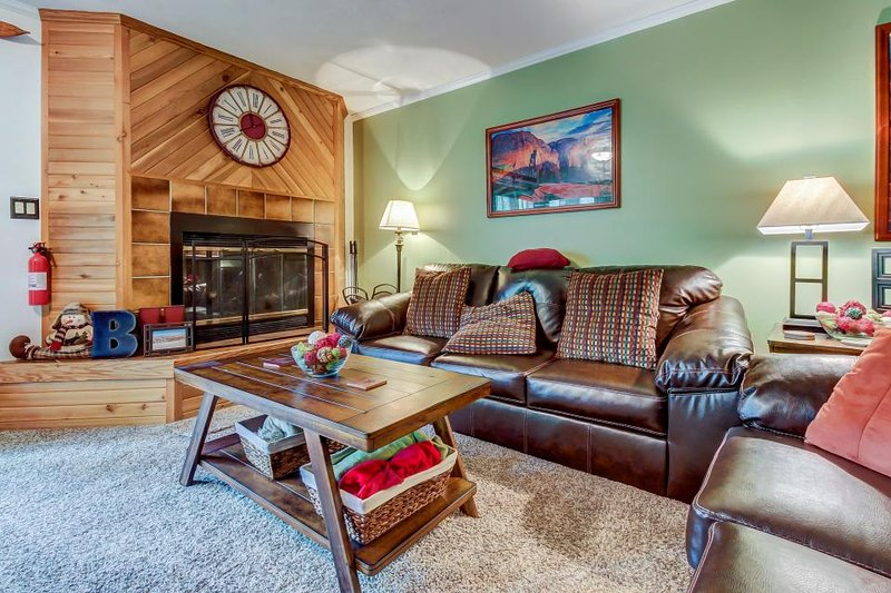 Cozy, dog-friendly condo steps from the slopes w/ a private deck! - Image 1 - Brian Head - rentals
