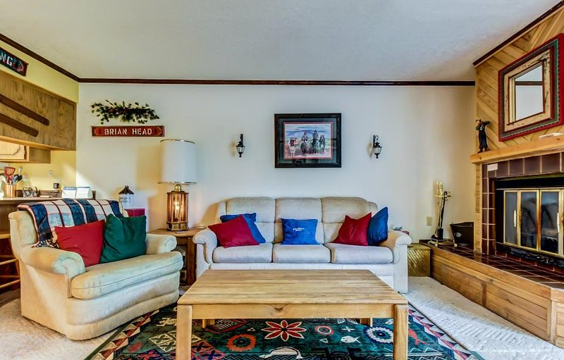 Secluded dog-friendly condo w/jetted tub, 2 porches + close proximity to slopes! - Image 1 - Brian Head - rentals