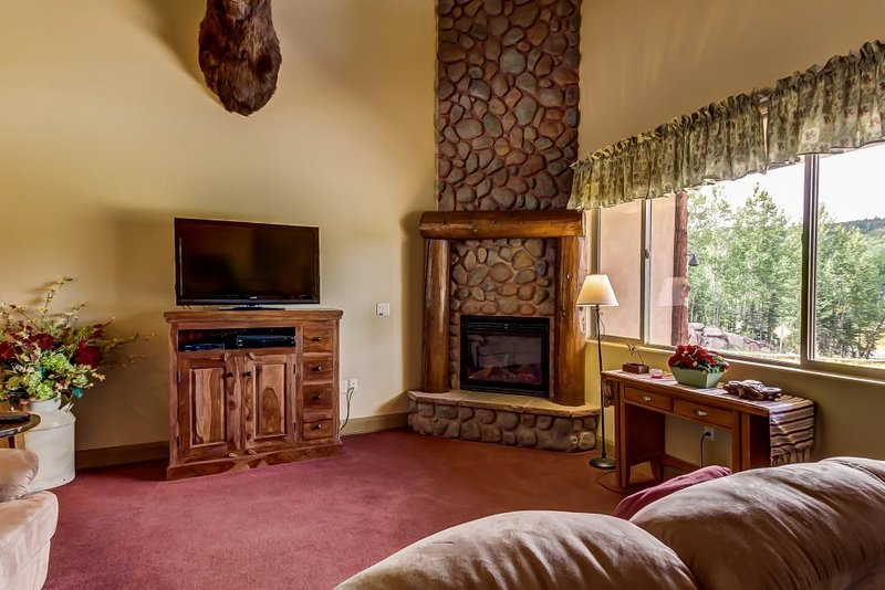 Luxe Furnishings, Jetted Tub,  Walk to Navajo Ski Slope! - Image 1 - Brian Head - rentals