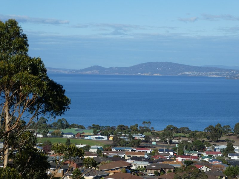 Stay at Charbella's and wake  up to this stunning view every morning. - Charbella's on Norma - Stunning Views of Hobart - Hobart - rentals