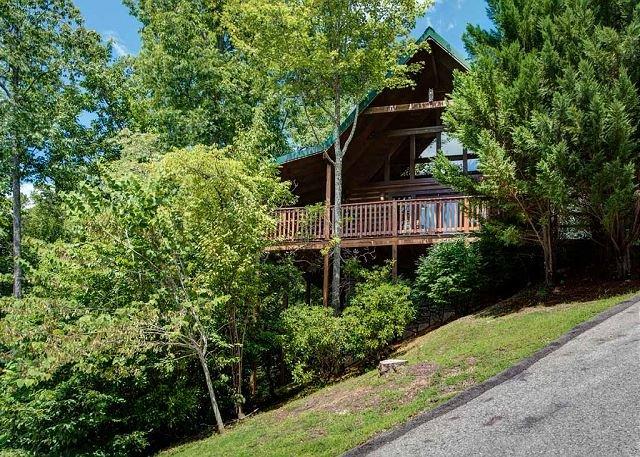 Welcome to Whisper Mountain - Whisper Mountain  Hot Tub Privacy Mountain View Pets WiFi  Free Nights - Gatlinburg - rentals
