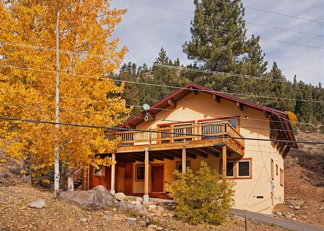 Side Exterior - Squaw Valley Views -4 BR w/ Mountain Views, Pet-Friendly, & Close to Village! - Olympic Valley - rentals