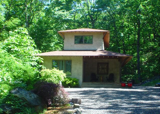 Romantic Retreat With Hot Tub, Fireplace, WiFi & Close To West Jefferson! - Image 1 - West Jefferson - rentals