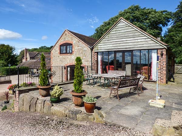 TURNIP HOUSE, pet friendly, luxury holiday cottage, with a garden in Cardington - Image 1 - Rushbury - rentals