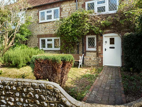 SEA PINKS, mid-terrace cottage, close to beach and amenities, with off road parking and WiFi in Selsey, Ref 936422 - Image 1 - Selsey - rentals