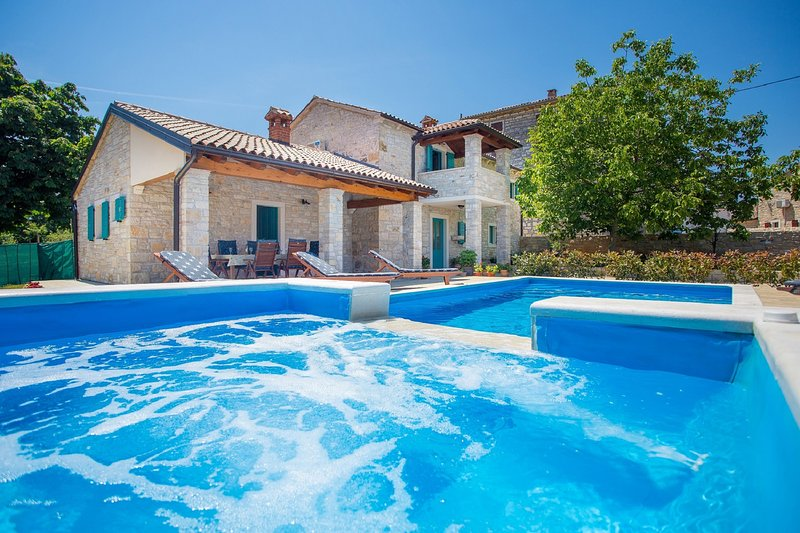Charming Villa Medvidici - three bedroom villa with private pool near Porec - Image 1 - Marasi - rentals