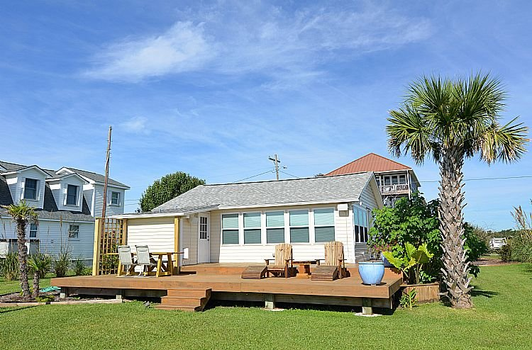 Exterior - Bungalow By The Bay - *SAVE $55 off booking fee!!!* - Extraordinary View, Dock - Surf City - rentals