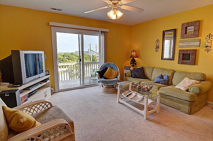 Great Room (Living & Dining) - C-Notes - Turtle Cove 223 - Water View, Community Pool, Beach Access, Near Ocean - Surf City - rentals