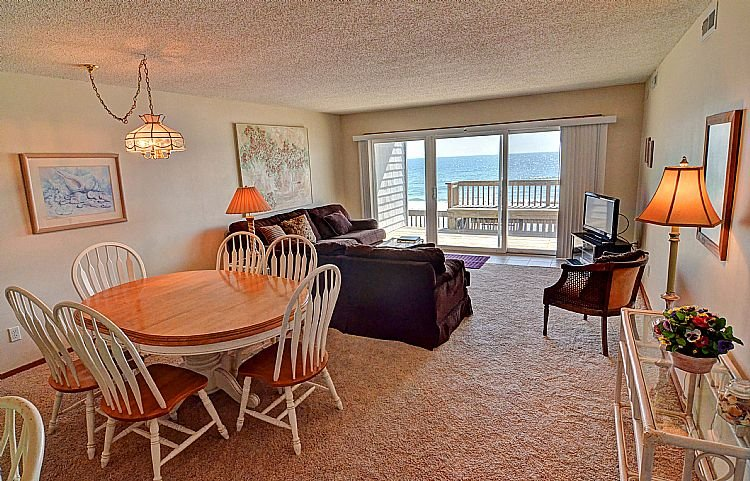 Great Room - Queen's Grant D-112 - Oceanfront, Pool, Hot Tub, Boat Access - Topsail Beach - rentals