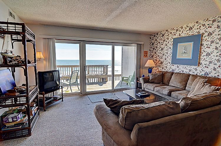 Living Room - Queen's Grant D-113 - Oceanfront, Pool, Hot Tub, Boat Access - Topsail Beach - rentals