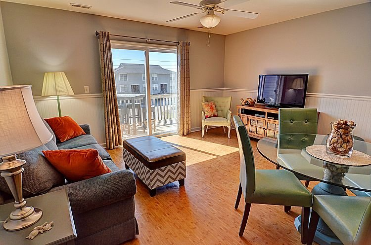 Great Room (Living & Dining) - Drift Inn - Turtle Cove 205 - Colorful Decor, Pool & Beach Access, Hammock - Surf City - rentals