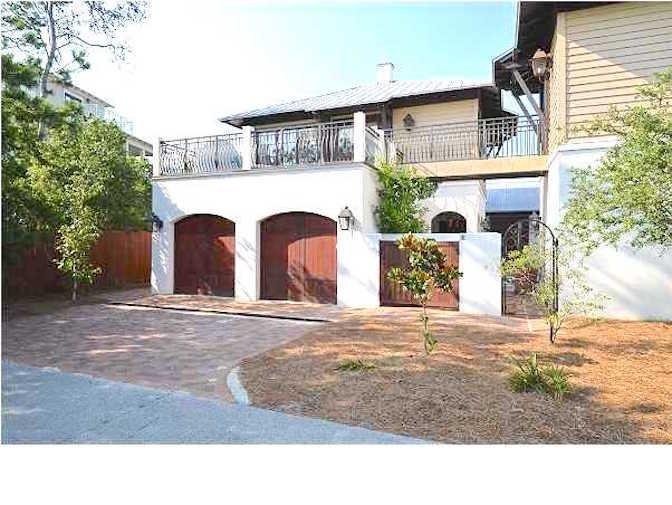 Sand Dollar Carriage has Roof Top Patio, which is rare for carriage houses in Rosemary - SAND DOLLAR CARRIAGE - Rosemary Beach - rentals