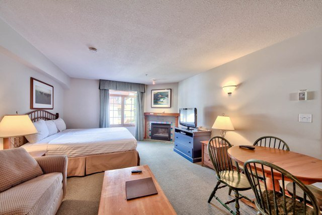 Living and Dining - Hearthstone Lodge Village Ctr - HS307 - Sun Peaks - rentals