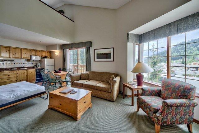 Livingroom - Hearthstone Lodge Village Ctr - HS228 - Sun Peaks - rentals