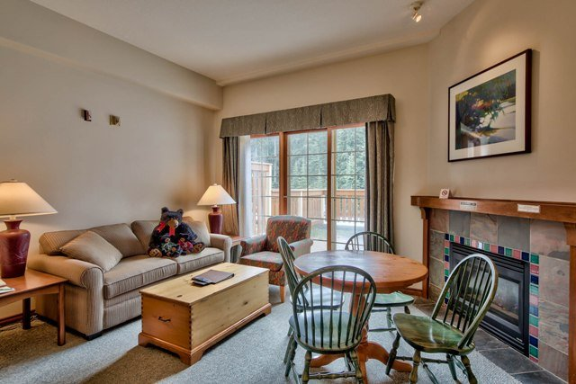 Living and Dining - Hearthstone Lodge Village Ctr - HS207 - Sun Peaks - rentals