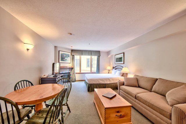 Living and Dining - Hearthstone Lodge Village Ctr - HS325 - Sun Peaks - rentals
