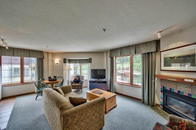 Livingroom - Hearthstone Lodge Village Ctr - HS318 - Sun Peaks - rentals