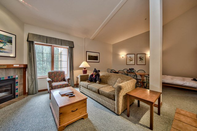 Livingroom - Hearthstone Lodge Village Ctr - HS407 - Sun Peaks - rentals