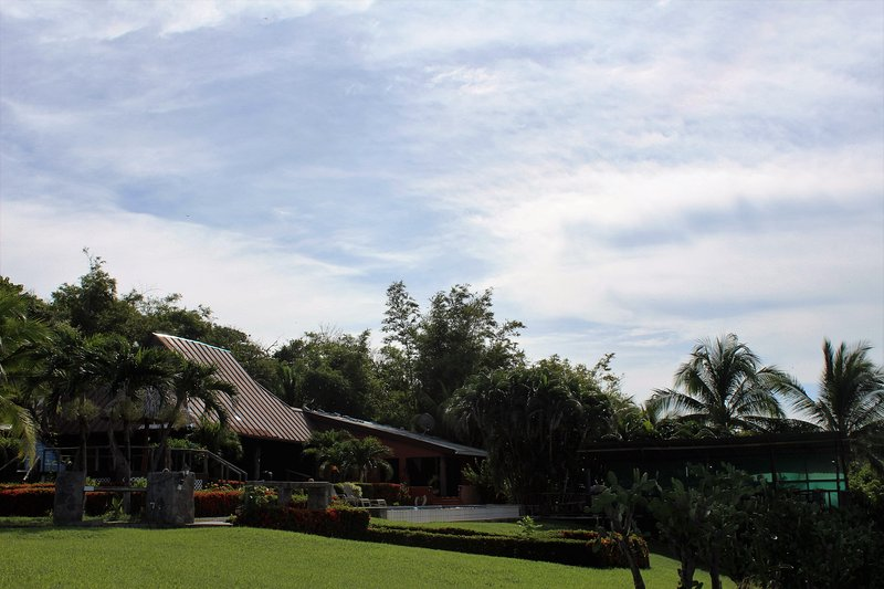 View of the entire house from the side yard - Guanacaste Private Beach Villa - Marbella - rentals