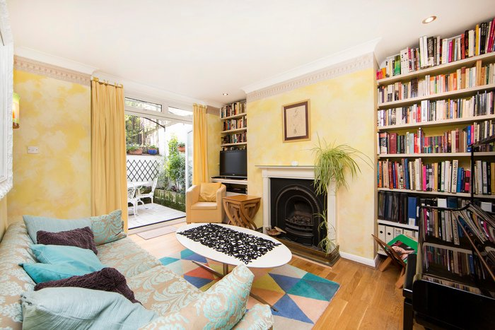 Colourful and homely 1 bed home with patio in Earls Court - Image 1 - World - rentals