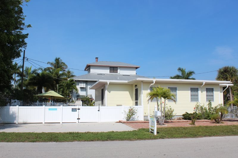 1/18: - Nicely Renovated Fort Myers Beach Vacation Home with upscale Decor and - Fort Myers Beach - rentals