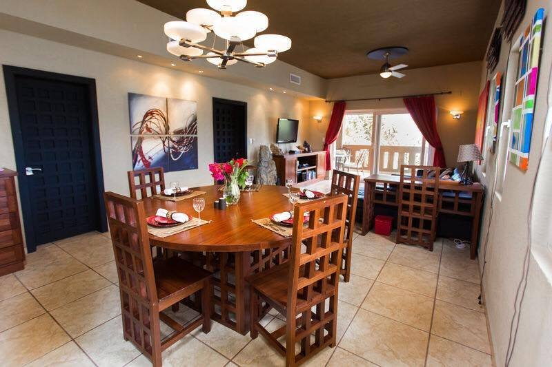 Spacious living and dining area - Sunrise Harbor Vacation Retreat - West End - rentals